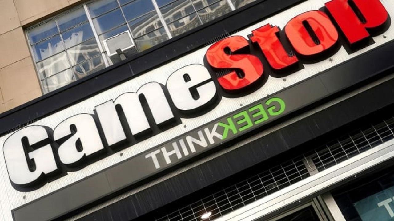 GameStop hisseleri, yönetici karışıklığının ortasında %100'den fazla yükseldi