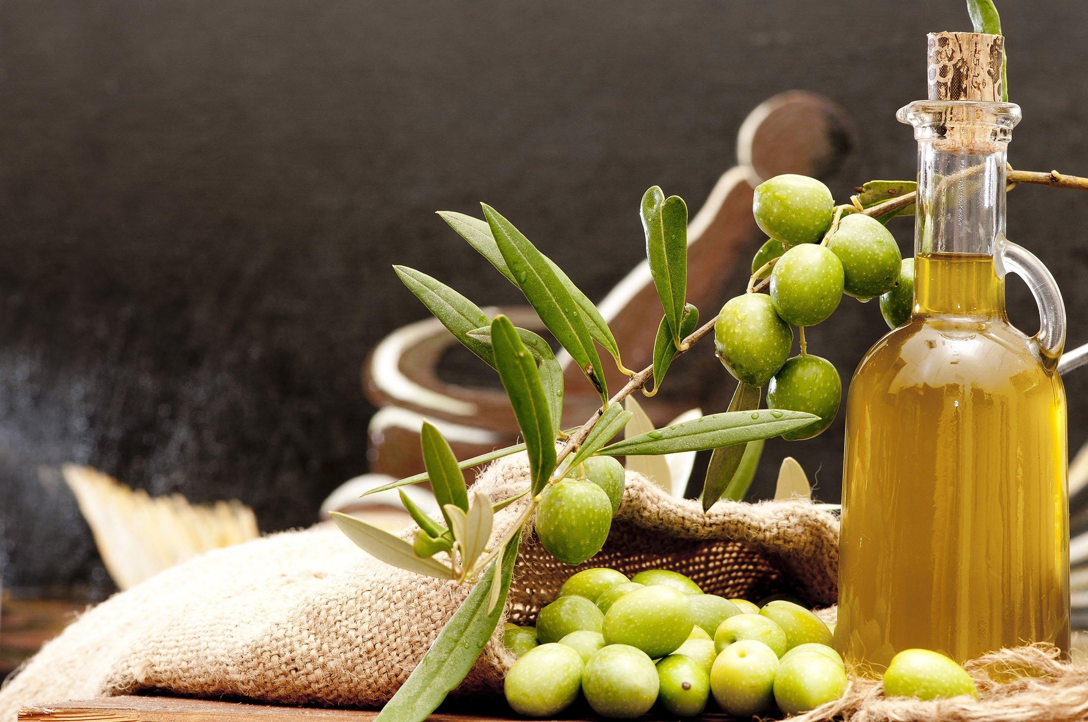 Sızma zeytinyağının kalp hastalığı riskini azaltmaya yardımcı olduğu gösterilmiştir. (Shutterstock Fotoğrafı)