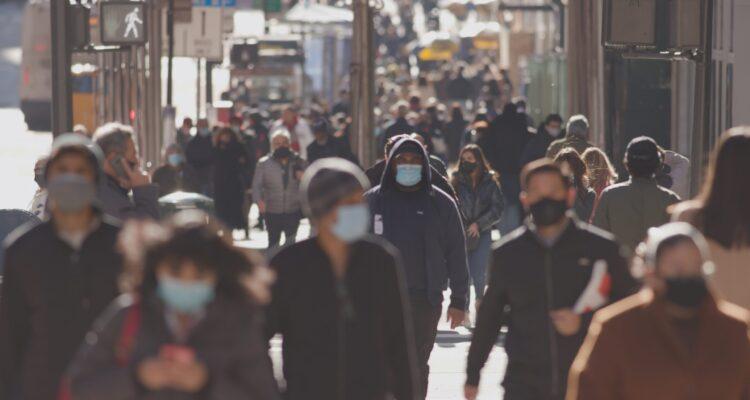 COVID-19 salgınının kritik noktası - enfeksiyonların sayısı yeniden artıyor