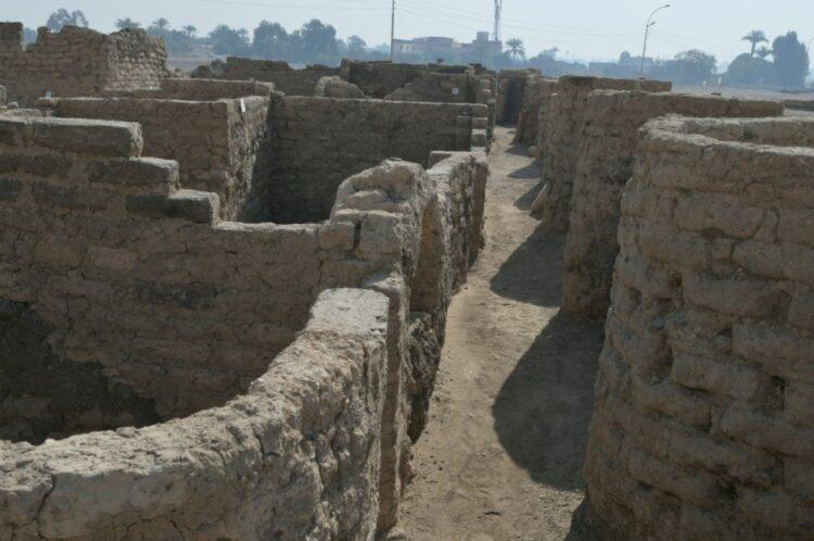 Arkeologlar Mısır'ın 'kayıp altın kentini' keşfetti