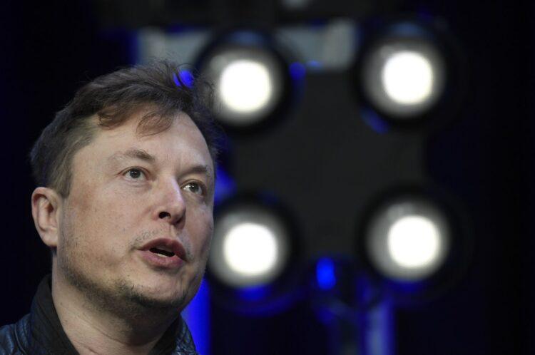 Elon Musk'tan Neuralink, zihniyle video oyunu oynayan maymunu gösteriyor
