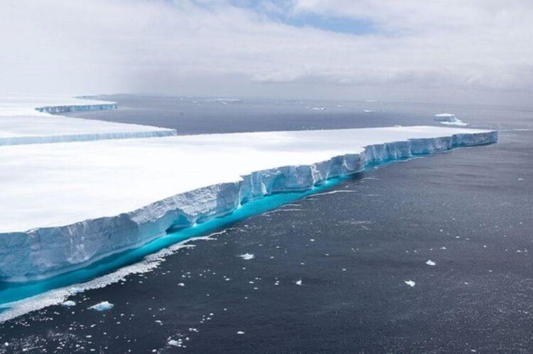 Dünyanın en büyük buzdağı A68 eriyor