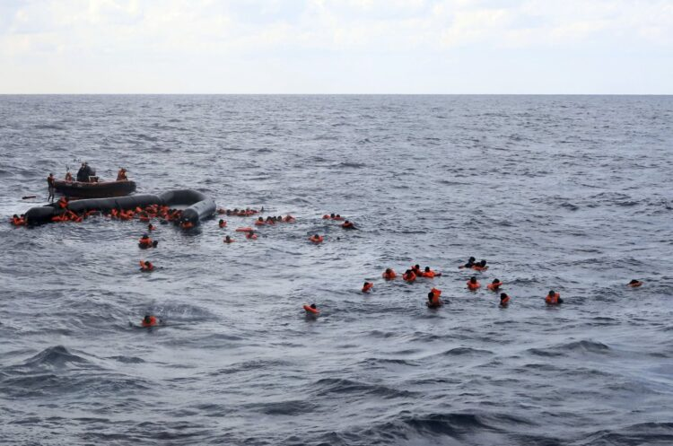 Akdeniz trajedisi: Batıkta 100'den fazla göçmen öldü