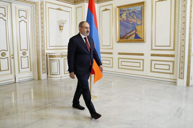 Ermenistan'da erken seçimler öncesinde Paşinyan istifa etti