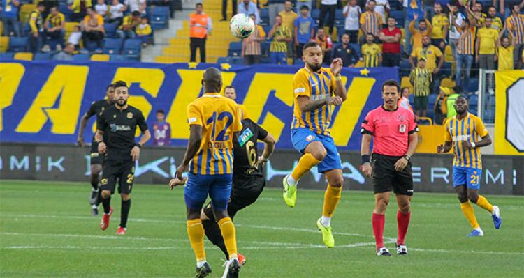 90' + 3' GOL! Joseph Paintsil penaltıyı gole çeviren isim oldu ve Ankaragücü farkı bire indirdi: 2-1