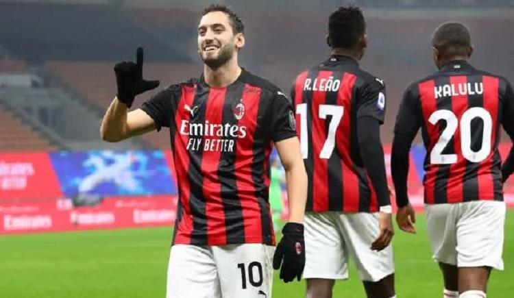Hakan Çalhanoğlu gol Milan (2-0) Benevento maçı canlı izle