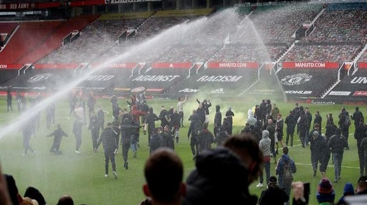 Manchester United-Liverpool maçı neden iptal oldu